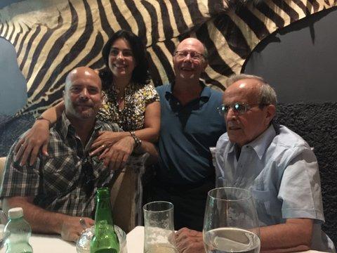 """""""El autor, junto a Gerardo Hernandez su esposa Adriana Perez y Michael Ratner durante una de sus ultimas visitas a la Habana."""""""